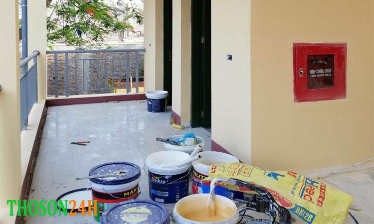 Số lượng mét vuông tường sơn được phụ thuộc vào nhiều yếu tố