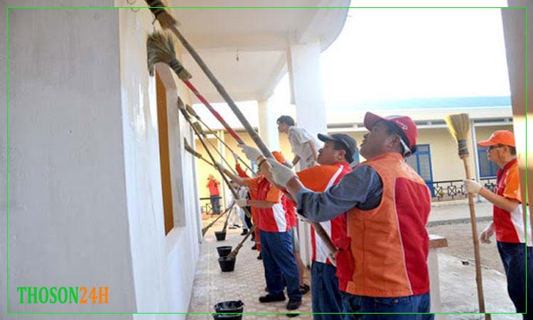 Thợ quét vôi ve tường nhà